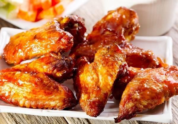 Как приготовить куриные крылышки с хрустящей корочкой: 12 рецептов в духовке