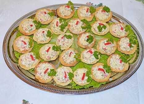 Салат с шампиньонами, огурцами и яйцами в тарталетках: рецепт с фото пошагово