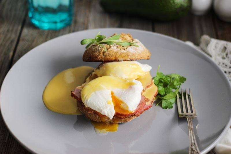 Яйца бенедикт: изчего состоит всеми любимое блюдо длязавтрака