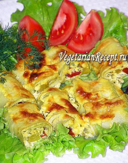 Кабачки с помидорами сыром и мясом запеченные