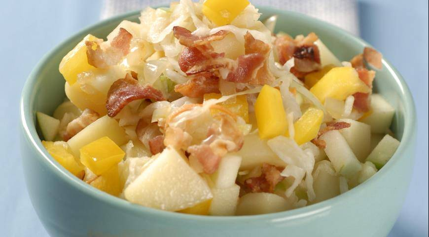 Салат из квашеной капусты - рецепты с картошкой, горошком, яблоком и солеными огурцами