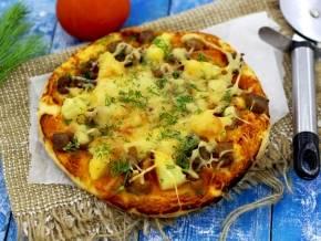 Мясная пицца с мясом и грибами