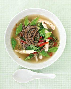 Быстрый бульон с лапшой и курицей по азиатскому рецепту