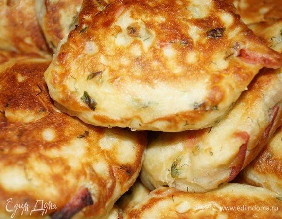 Ленивые пирожки с луком и яйцом на кефире — готовим за 10 минут на сковороде