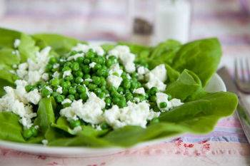 Салат с консервированным горошком