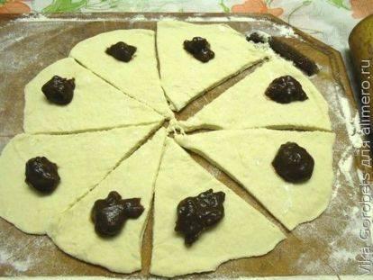 Дрожжевые рогалики с орехово-шоколадной начинкой рецепт с фото, как приготовить на webspoon.ru