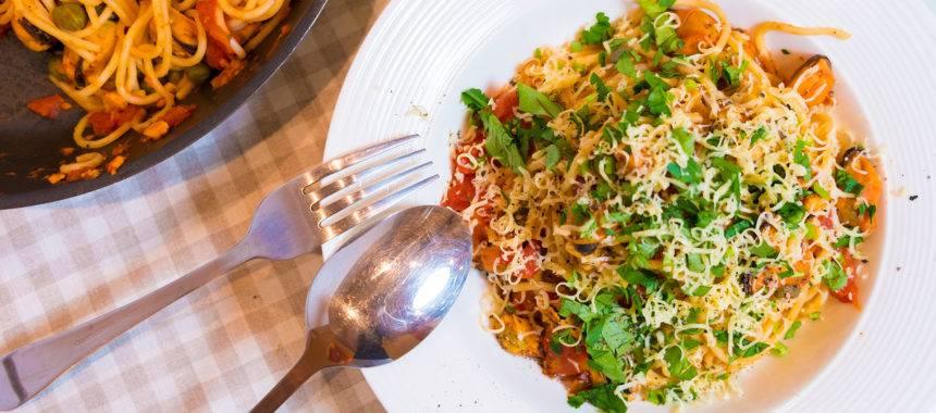 Паста с креветками и томатным соусом за 25 минут
