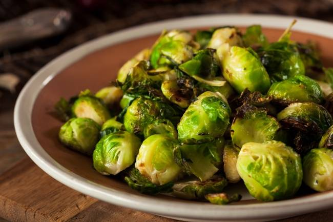 Брюссельская капуста: рецепты приготовления на сковороде и иными способами; пошагово рассказано, как вкусно сделать жареную, суп или салат, даны фото сервировки