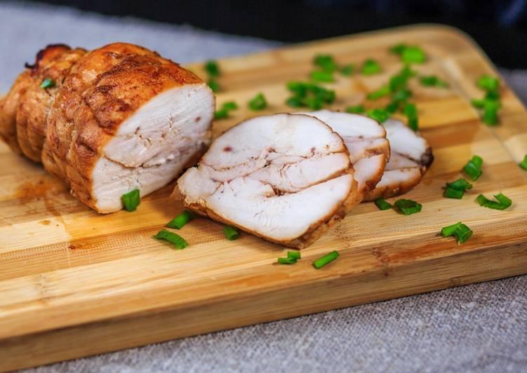 Пастрома из куриной грудки, приготовленная в домашних условиях в духовке или микроволновке