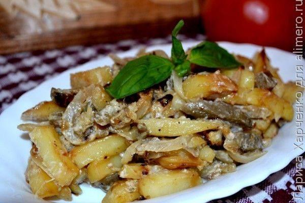 Картофель с опятами в сливках под сырной корочкой