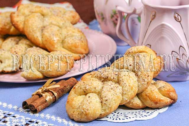 Сладкие дрожжевые булочки с корицей рецепт с фото