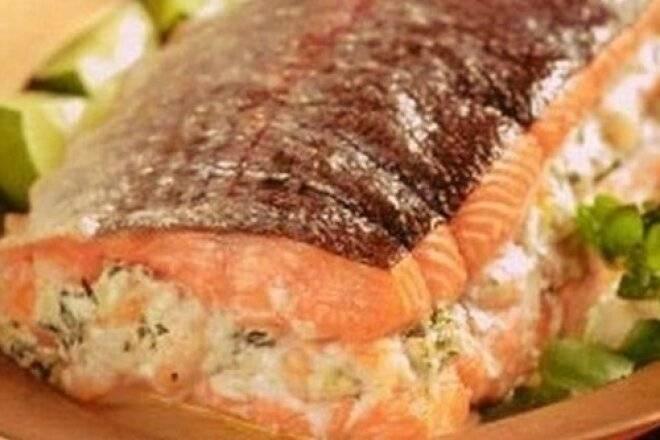 Блины с красной рыбой: рецепт с фото, рулетики с начинкой, фаршированные форелью или лососем, плавленым сыром, мясом