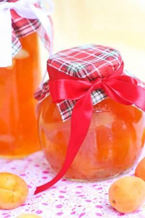 Витаминное варенье из абрикосов с миндалем: оригинальный рецепт