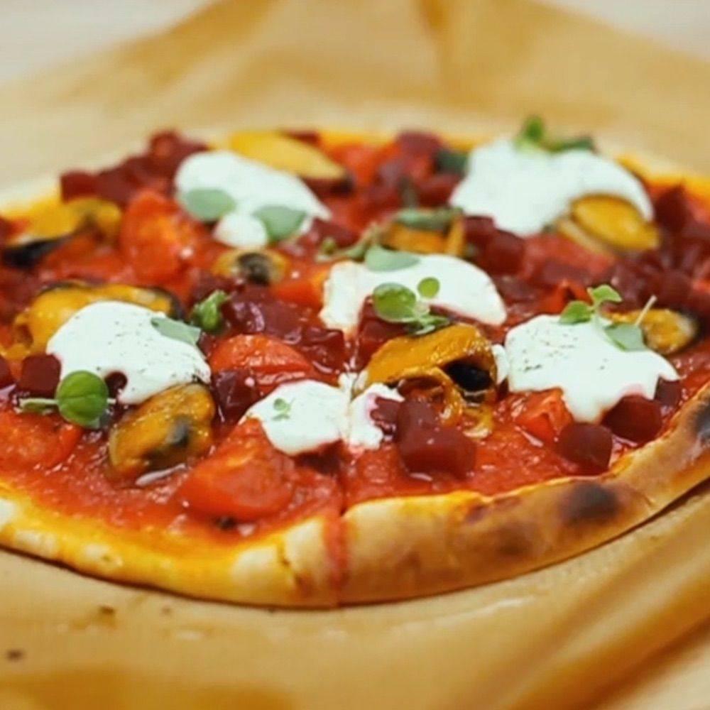 Пицца со шпинатом и мидиями