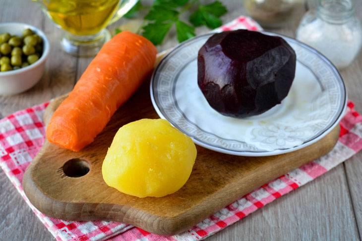 Винегрет с квашеной капустой и горошком - 20 пошаговых фото в рецепте