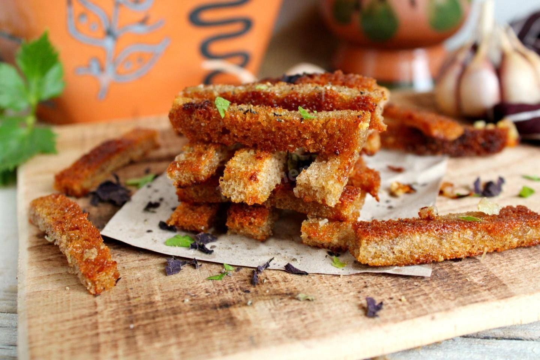 Приготовление домашних сухариков для салатов или других блюд