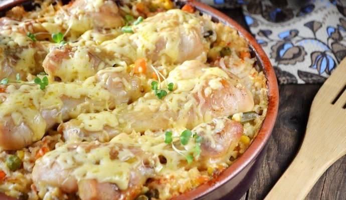 Куриные бёдра, запечённые с овощами в духовке