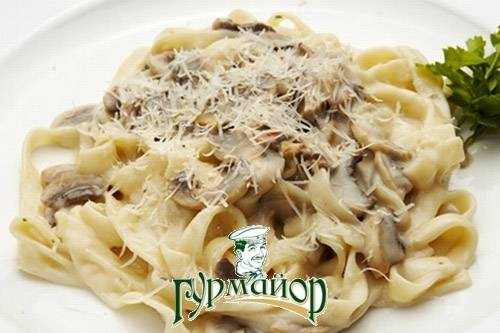 Как приготовить фетучини с грибами и ветчиной — традиционное итальянское блюдо