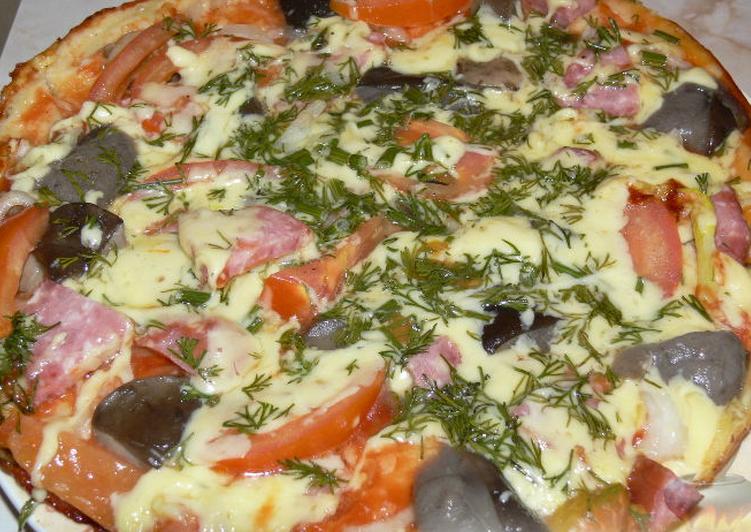 Пицца на сковороде с колбасой и зелёным луком – рецепт пошаговый с фото