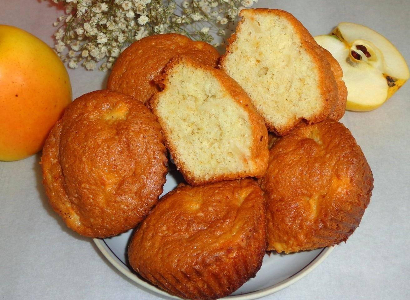 Кексы с яблоком в силиконовых формочках