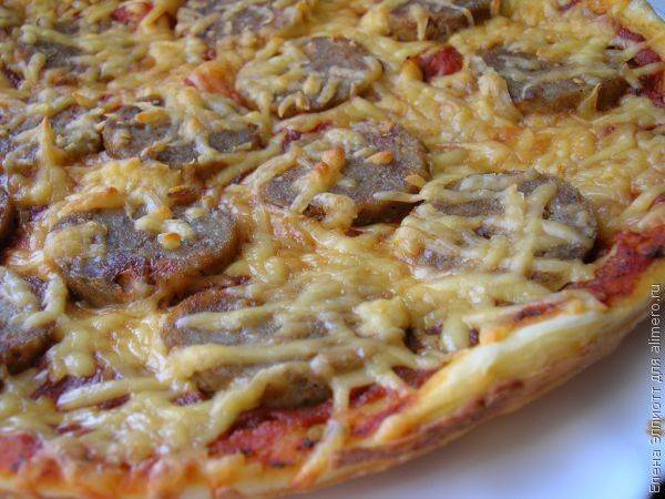 Пицца пепперони с домашними колбасками