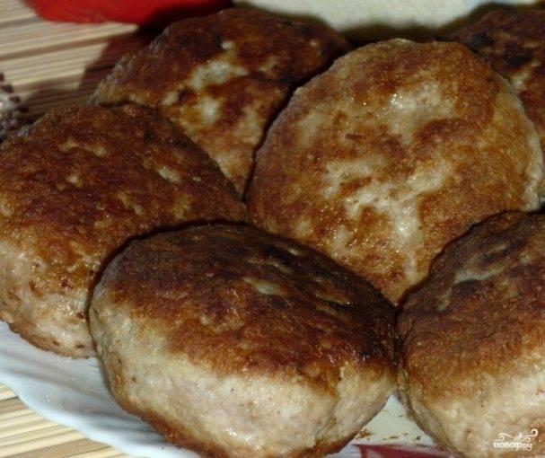 Котлеты из куриного фарша - рецепты на сковороде, в духовке или напару, с овсянкой и манкой