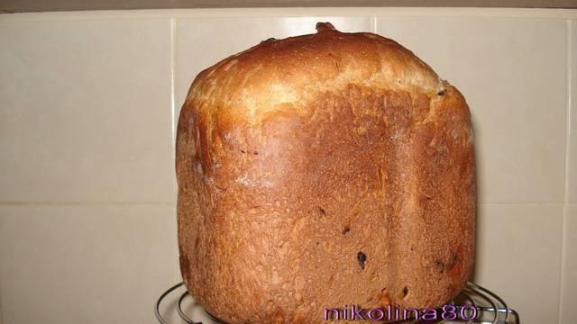 Ржаной хлеб с черносливом, курагой и орехами