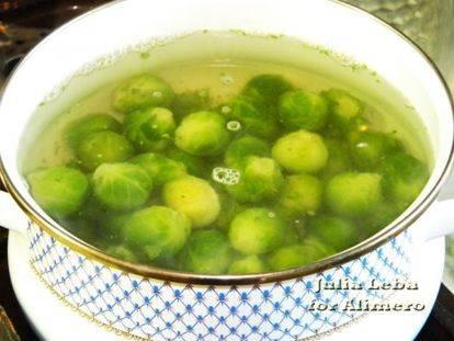 Брюссельская капуста в томатном соусе
