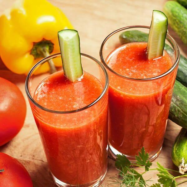 Интересный смузи из сельдерея, томатного сока и яблок