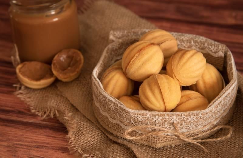 Печенье «орешки» с вареной сгущенкой: рецепт и фото