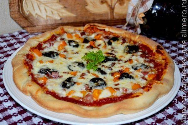 Пицца с вялеными сливами