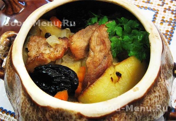 Мясо с цветной капустой и стручковой фасолью в горшочках