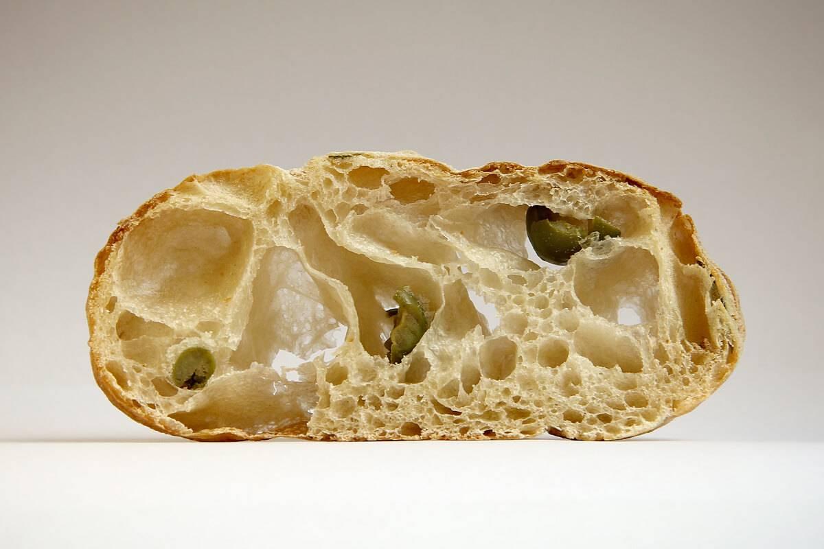 Чиабатта с маслинами и сыром
