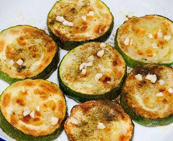 Жареные кабачки с чесноком