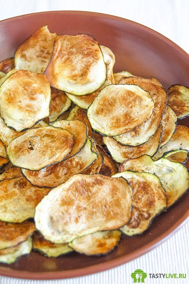Чесночные чипсы из кабачка