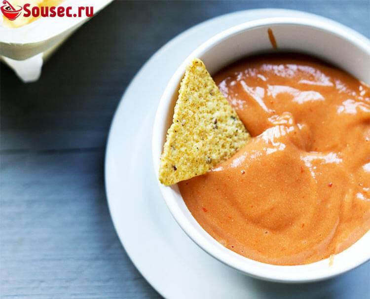 Как сделать сырный соус дома  из плавленного сыра, молока, пармезана, фото