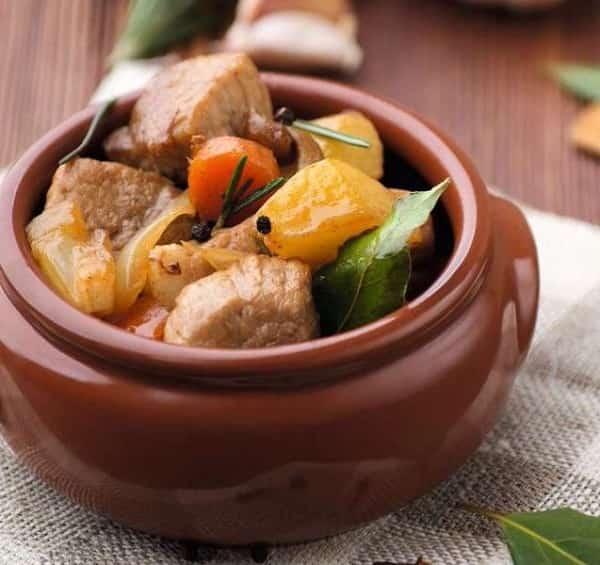 Курица в горшочке с картошкой - 12 домашних вкусных рецептов приготовления